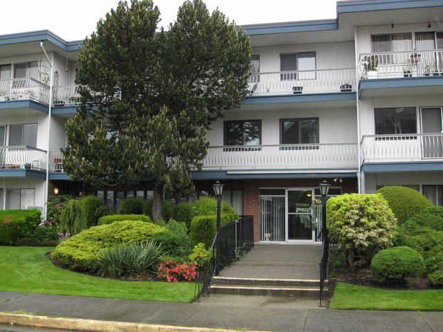 """Main Photo: # 102 17707 57A AV in Surrey: Cloverdale BC Condo for sale in """"Frances Manor"""" (Cloverdale)  : MLS®# F1318900"""