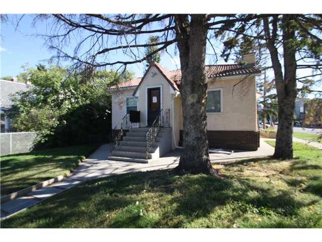 Main Photo: 201 18 Avenue NE in CALGARY: Tuxedo Residential Detached Single Family for sale (Calgary)  : MLS®# C3539874