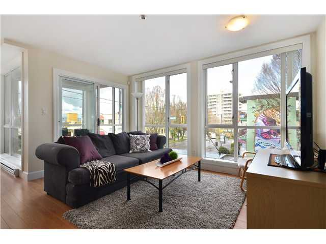 """Main Photo: 202 1718 VENABLES Street in Vancouver: Grandview VE Condo for sale in """"City View Terraces"""" (Vancouver East)  : MLS®# V992914"""