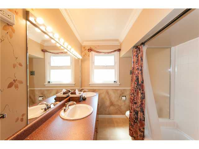 """Main Photo: 915 CHESTNUT Street in New Westminster: The Heights NW House for sale in """"THE HEIGHTS"""" : MLS®# V950687"""