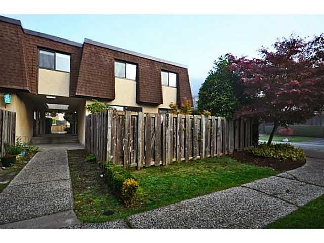 Main Photo: 935 Old Lillooet Road in North Vancouver: Lynnmour Townhouse for sale : MLS®# V1032416