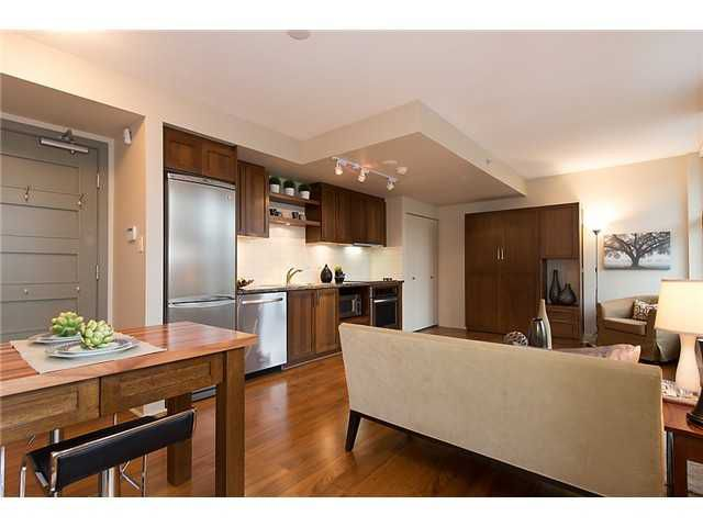 """Photo 3: Photos: 321 2268 W BROADWAY in Vancouver: Kitsilano Condo for sale in """"The Vine"""" (Vancouver West)  : MLS®# V1073483"""