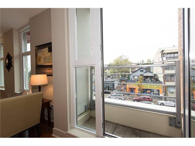 """Photo 7: Photos: 321 2268 W BROADWAY in Vancouver: Kitsilano Condo for sale in """"The Vine"""" (Vancouver West)  : MLS®# V1073483"""