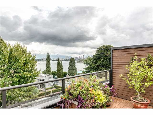 Main Photo: PH5 2410 Cornwall Avenue in Vancouver: Kitsilano Condo for sale (Vancouver West)  : MLS®# V1142417