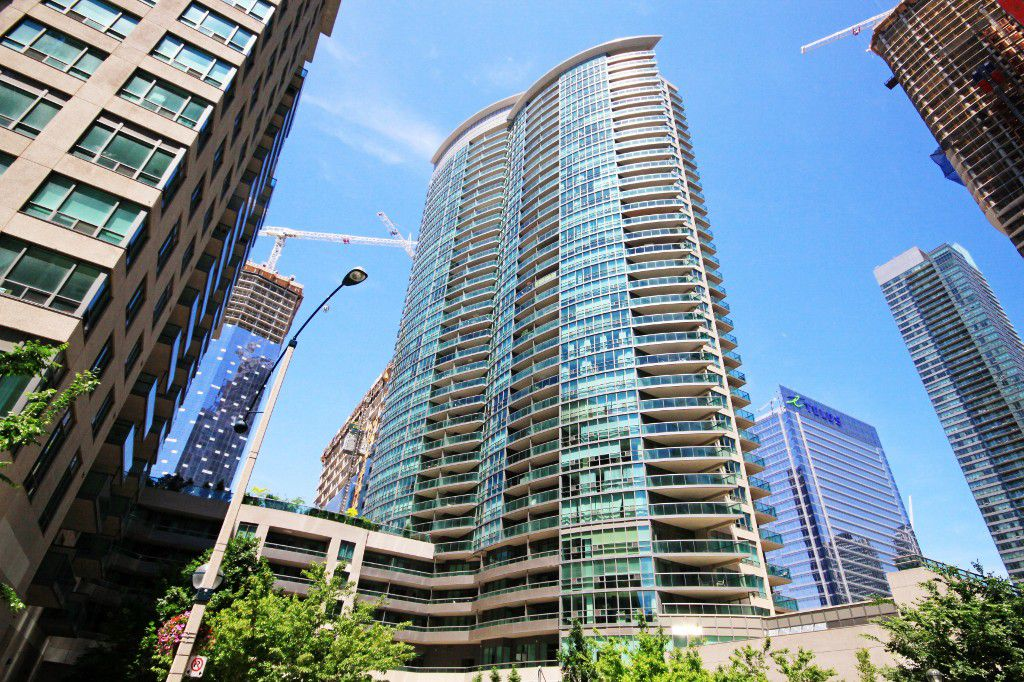 Main Photo: Toronto in Waterfront: Condo for sale (Toronto C01)