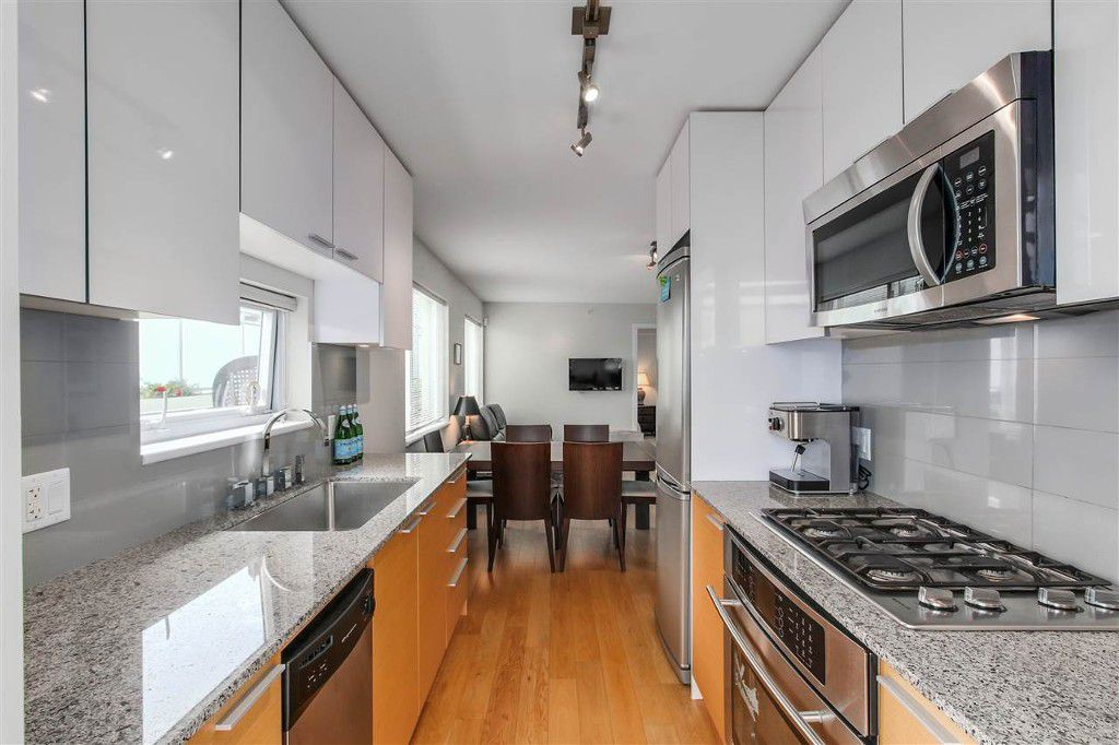 Main Photo: 207 1808 W3rd Ave in Vancouver: Kitsilano Condo for sale (Vancouver West)  : MLS®# r2090288