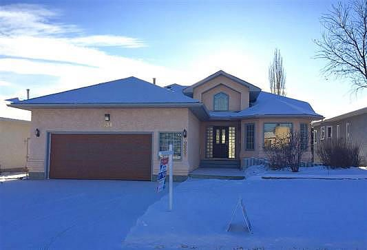 Main Photo: 338 Reeves Way: House for sale