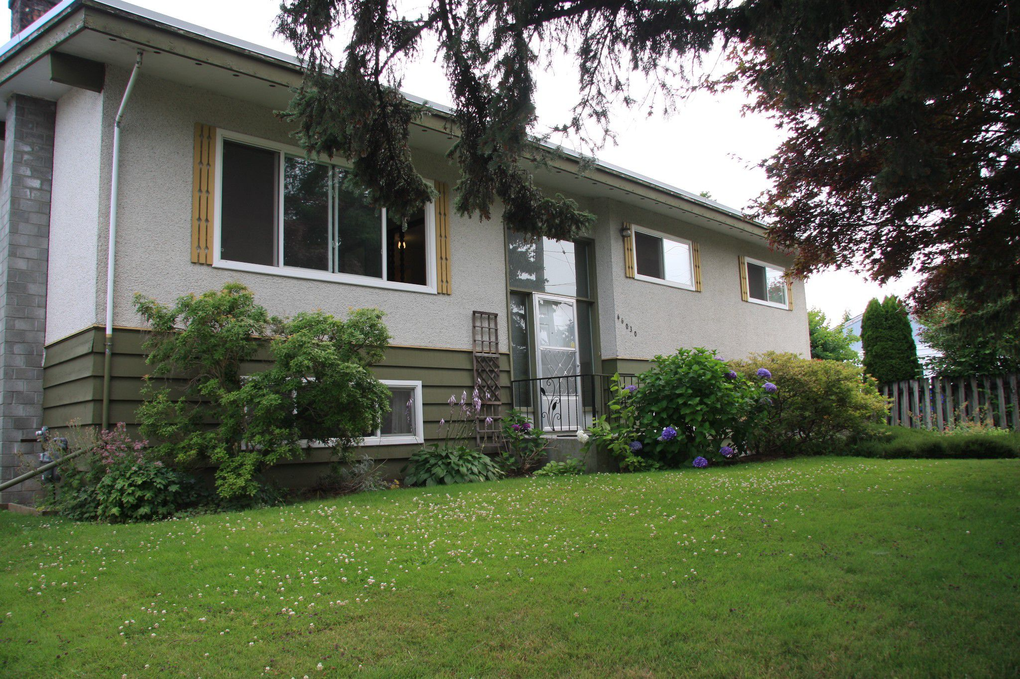 Main Photo: 46030 Avalon Avenue in Chilliwack: Fairfield Island House for sale