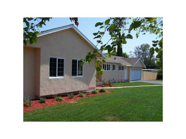 Main Photo: SOUTHEAST ESCONDIDO House for sale : 4 bedrooms : 730 Montview Drive in Escondido