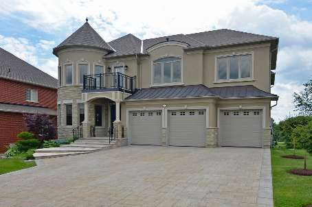 Main Photo: 12 Royal Shamrock Court in Whitchurch-Stouffville: Rural Whitchurch-Stouffville House (2-Storey) for sale : MLS®# N2704865