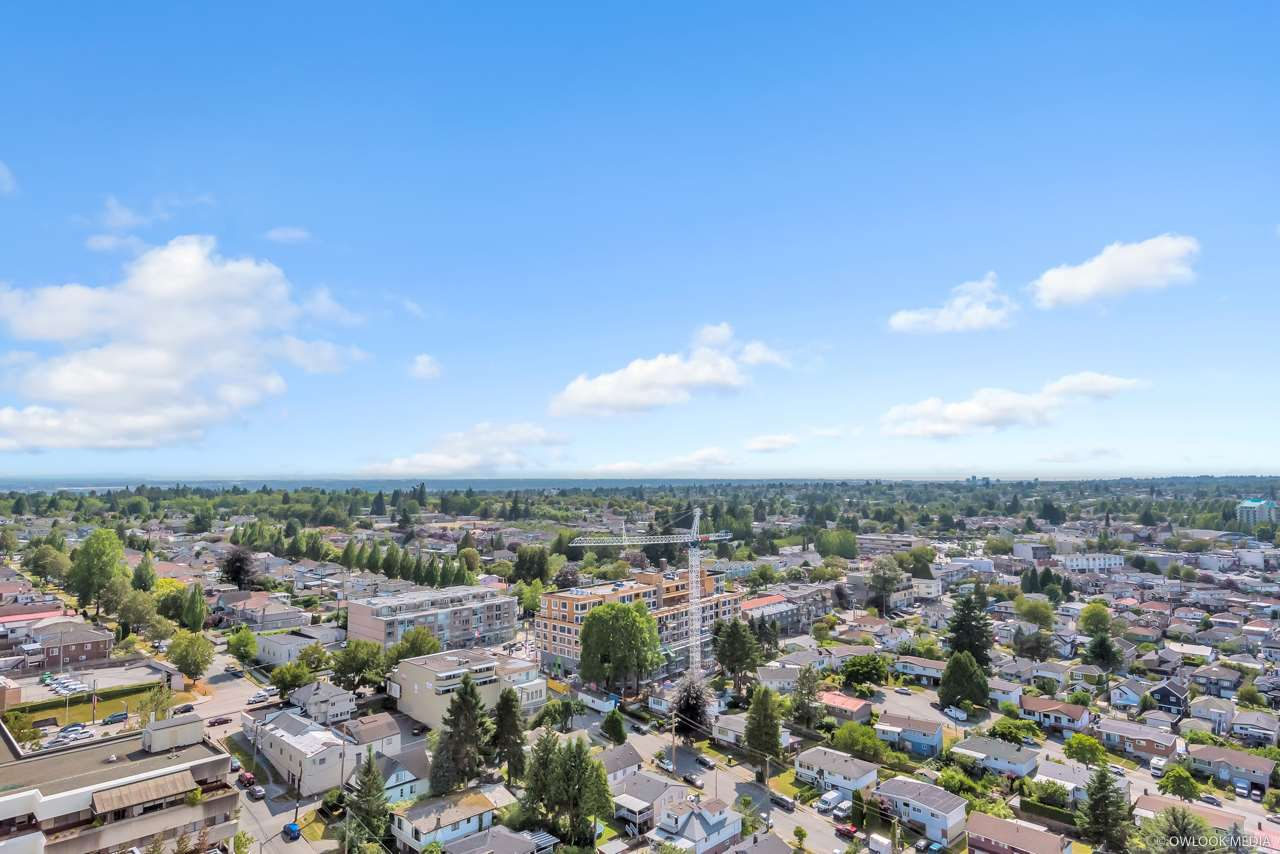 """Main Photo: 2701 5515 BOUNDARY Road in Vancouver: Collingwood VE Condo for sale in """"WALL CENTRE CENTRAL PARK NORTH"""" (Vancouver East)  : MLS®# R2388589"""