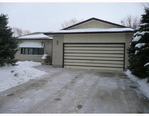 Main Photo: 7 IDLEWILD Bay in WINNIPEG: Maples / Tyndall Park Residential for sale (North West Winnipeg)  : MLS®# 2800153