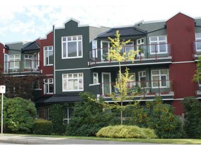 Main Photo: 313-2800 Chesterfield Ave in North Vancouver: Upper Lonsdale Condo for sale : MLS®# V860378