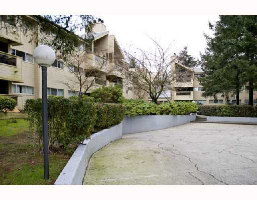"""Main Photo: 202 932 ROBINSON Street in Coquitlam: Coquitlam West Condo for sale in """"THE SHAUGHNESSY"""" : MLS®# V681752"""