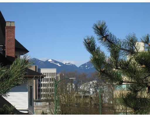 "Main Photo: 2777 OAK Street in Vancouver: Fairview VW Condo for sale in ""TWELVE OAKS"" (Vancouver West)  : MLS®# V639671"