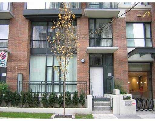 """Main Photo: 1078 SEYMOUR Street in Vancouver: Downtown VW Townhouse for sale in """"FREESIA"""" (Vancouver West)  : MLS®# V617586"""