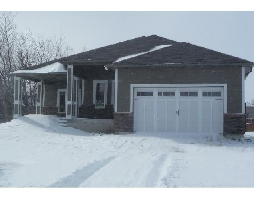 Main Photo: 63 FOUR OAKS CO in WINNIPEG: Westwood / Crestview Single Family Detached for sale (West Winnipeg)  : MLS®# 2904849