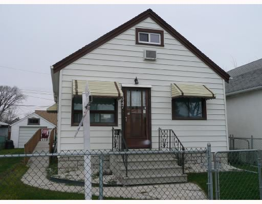 Main Photo: 1047 BURROWS Avenue in WINNIPEG: North End Residential for sale (North West Winnipeg)  : MLS®# 2719544