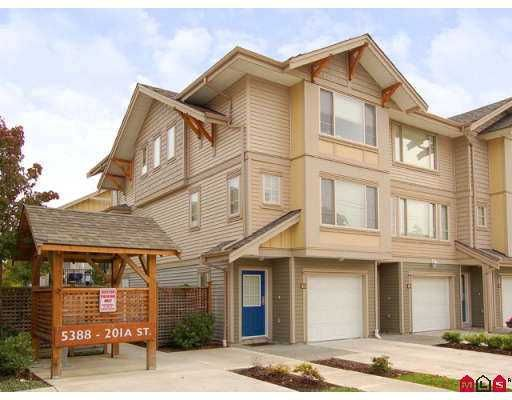 Main Photo: 25 5388 201A Street in Langley: Langley City Townhouse for sale : MLS®# F2726316