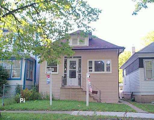 Main Photo: 587 WALKER Avenue in Winnipeg: Fort Rouge / Crescentwood / Riverview Single Family Detached for sale (South Winnipeg)  : MLS®# 2615225
