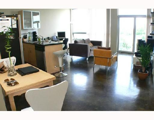 """Main Photo: 506 919 STATION Street in Vancouver: Mount Pleasant VE Condo for sale in """"THE LEFTBANK"""" (Vancouver East)  : MLS®# V671179"""