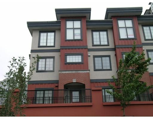 Main Photo: 829 AGNES ST in New Westminster: Downtown NW Townhouse for sale : MLS®# V671098