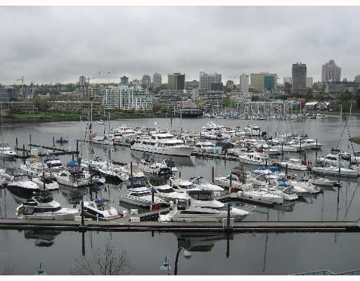 """Main Photo: 601 1099 MARINASIDE Crescent in Vancouver: False Creek North Condo for sale in """"MARINASIDE"""" (Vancouver West)  : MLS®# V645596"""