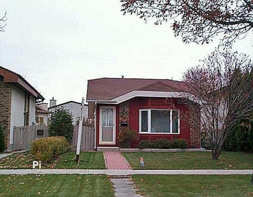Main Photo: 687 NOVAVISTA Drive in Winnipeg: St Vital Single Family Detached for sale (South East Winnipeg)  : MLS®# 2618502