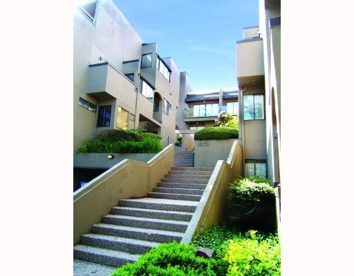 """Main Photo: E3 1070 W 7TH Avenue in Vancouver: Fairview VW Townhouse for sale in """"FALSE CREEK TERRACE"""" (Vancouver West)  : MLS®# V654865"""