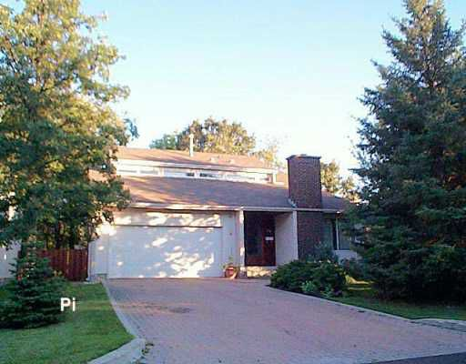 Main Photo: 30 WOODLAWN Avenue in Winnipeg: St Vital Single Family Detached for sale (South East Winnipeg)  : MLS®# 2614238