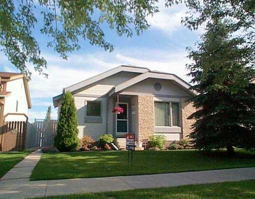 Main Photo: 34 BURLAND Avenue in Winnipeg: St Vital Single Family Detached for sale (South East Winnipeg)  : MLS®# 2510396