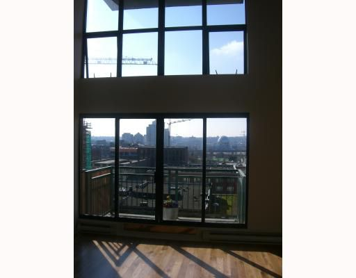 """Main Photo: 613 22 E CORDOVA Street in Vancouver: Downtown VE Condo for sale in """"THE VAN HORNE"""" (Vancouver East)  : MLS®# V692936"""