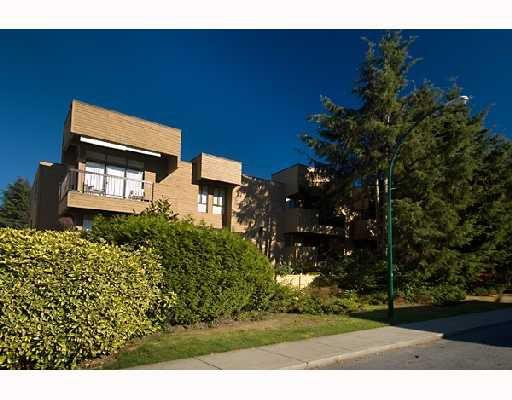 Main Photo: 203 1450 LABURNUM Street in Vancouver: Kitsilano Condo for sale (Vancouver West)  : MLS®# V668180