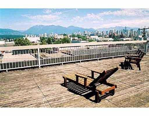 "Main Photo: 104 2080 MAPLE ST in Vancouver: Kitsilano Condo for sale in ""MAPLE MANOR"" (Vancouver West)  : MLS®# V563032"