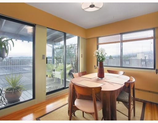 """Main Photo: 1450 Chesterfield in North Vancouver: Condo for sale in """"MOUNTAIN VIEW"""" : MLS®# V798195"""