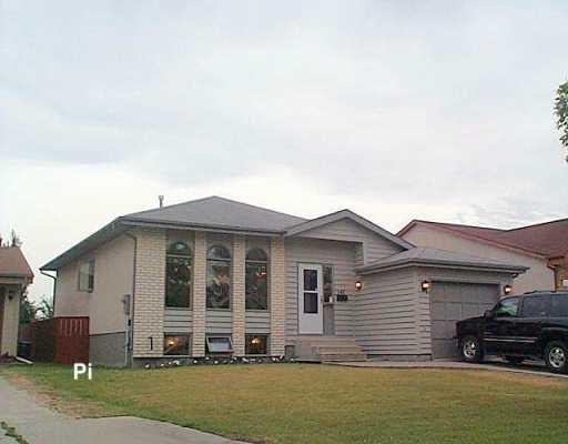 Main Photo: 143 AMERSHAM Crescent in Winnipeg: St Vital Single Family Detached for sale (South East Winnipeg)  : MLS®# 2612147