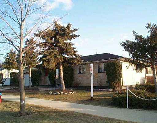 Main Photo: 111 YANOFSKY Way in WINNIPEG: West Kildonan / Garden City Single Family Detached for sale (North West Winnipeg)  : MLS®# 2704972