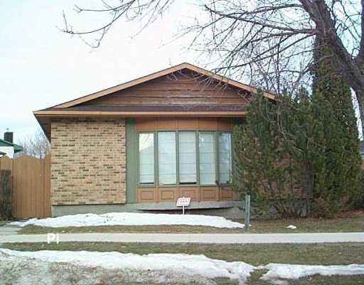 Main Photo: 51 SANDRINGTON Drive in Winnipeg: St Vital Single Family Detached for sale (South East Winnipeg)  : MLS®# 2704172