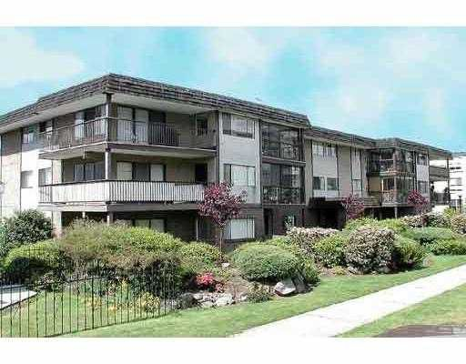 """Main Photo: 204 127 E 4TH Street in North_Vancouver: Lower Lonsdale Condo for sale in """"BELLA VISTA"""" (North Vancouver)  : MLS®# V639224"""