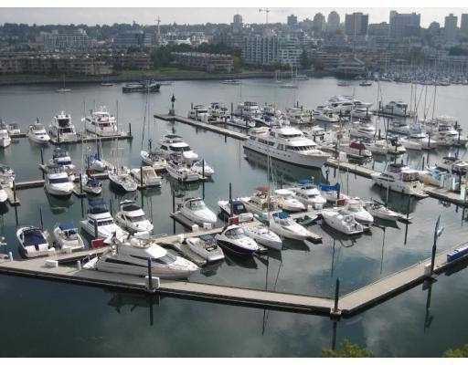 "Main Photo: 901 1111 MARINASIDE Crescent in Vancouver: False Creek North Condo for sale in ""AQUARIUS"" (Vancouver West)  : MLS®# V691115"