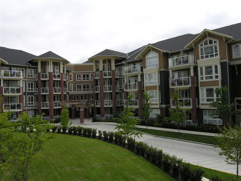 """Main Photo: 410 14 E ROYAL Avenue in New_Westminster: Fraserview NW Condo for sale in """"VICTORIA HILL"""" (New Westminster)  : MLS®# V655718"""