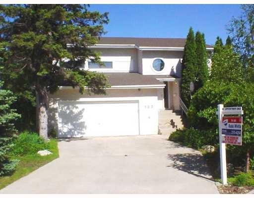 Main Photo: 122 MCNULTY Place in WINNIPEG: St Vital Single Family Detached for sale (South East Winnipeg)  : MLS®# 2709464