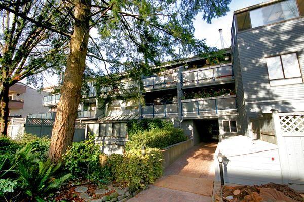 "Main Photo: 206 2125 YORK Avenue in Vancouver: Kitsilano Condo for sale in ""YORK GARDENS"" (Vancouver West)  : MLS®# V679449"
