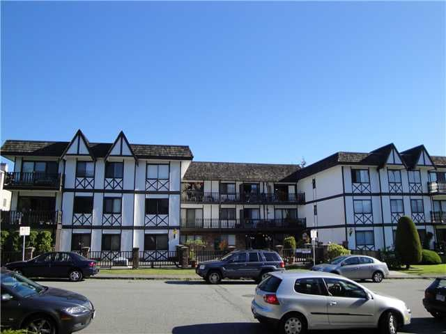 Main Photo: 202 145 18th Street in North Vancouver: Condo for sale : MLS®# V857293