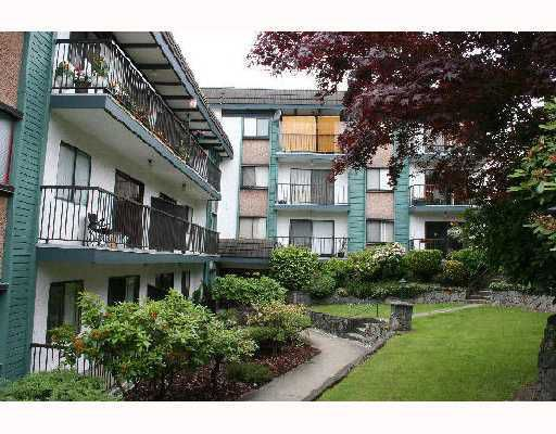 "Main Photo: 305 5450 EMPIRE Drive in Burnaby: Capitol Hill BN Condo for sale in ""PARK PLACE"" (Burnaby North)  : MLS®# V671851"
