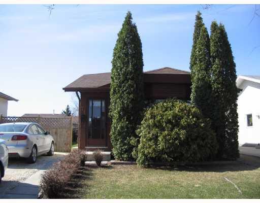 Main Photo: 71 TAUNUS Drive in WINNIPEG: North Kildonan Residential for sale (North East Winnipeg)  : MLS®# 2809015