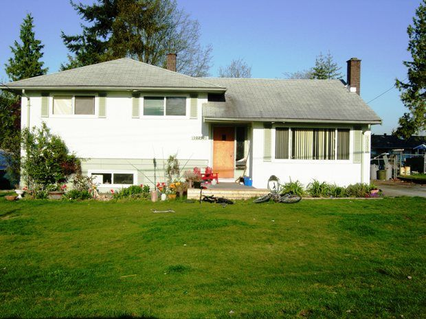 This well layed out 3level split is a great family home.  Located close to everything.