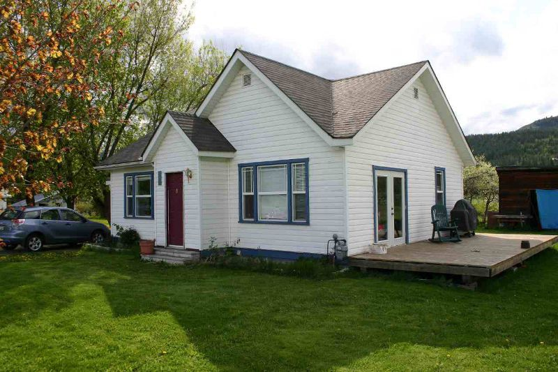 Main Photo: 198 4 Avenue in Grindrod: Residential Detached for sale : MLS®# 9210495