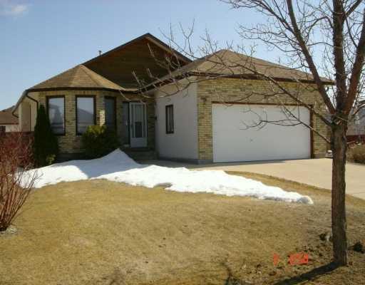 Main Photo: 3 JOHN HUYDA Drive in Winnipeg: North Kildonan Single Family Detached for sale (North East Winnipeg)  : MLS®# 2604404