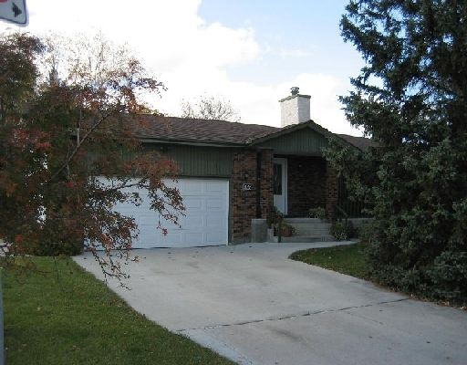Main Photo: 696 Cathcart Street: Residential for sale (Charleswood South West Winnipeg Winnipeg Winnipeg and Area Manitoba)  : MLS®# 2820056